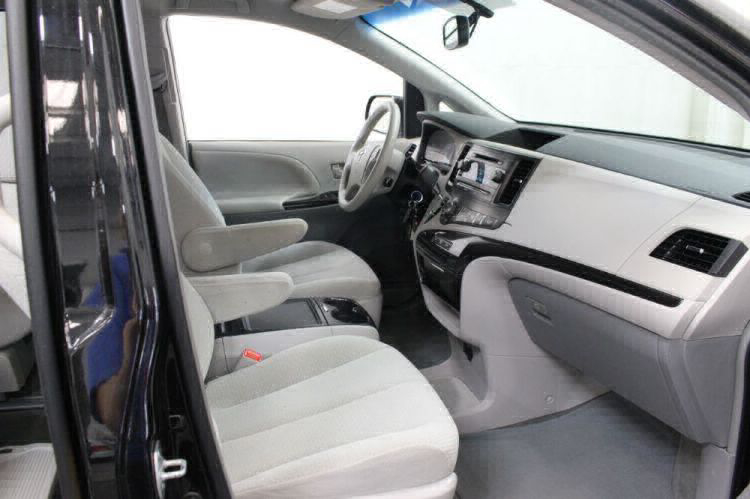 2014 Toyota Sienna LE Wheelchair Van For Sale #31