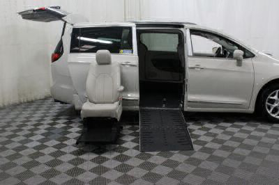 2017 Chrysler Pacifica Wheelchair Van For Sale -- Thumb #18