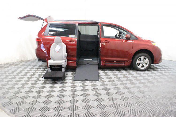 2018 Toyota Sienna LE Wheelchair Van For Sale #12