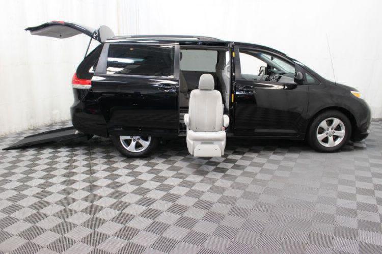 2014 Toyota Sienna LE Wheelchair Van For Sale #35