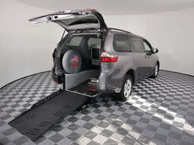 New Wheelchair Van for Sale - 2018 Toyota Sienna LE Wheelchair Accessible Van VIN: 5TDKZ3DCXJS908801