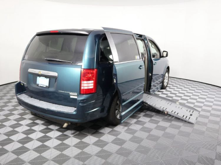 2009 Chrysler Town and Country LX Wheelchair Van For Sale #3