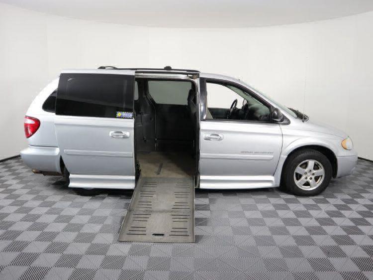 2006 Dodge Grand Caravan SXT Wheelchair Van For Sale #3