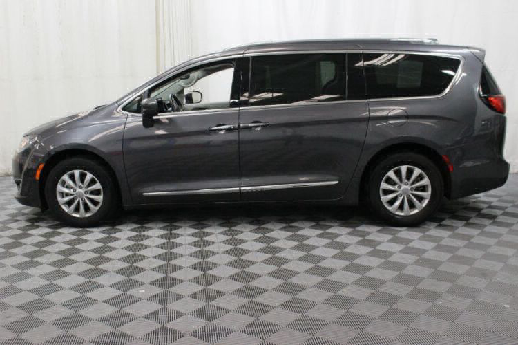 2018 Chrysler Pacifica Touring L Wheelchair Van For Sale #12