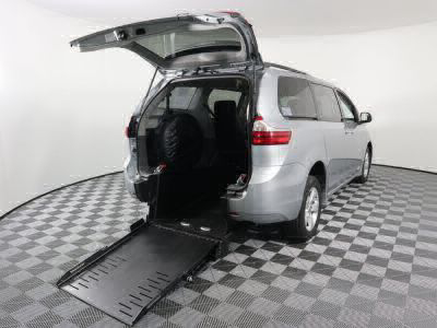 Commercial Wheelchair Vans for Sale - 2019 Toyota Sienna LE ADA Compliant Vehicle VIN: 5TDKZ3DC6KS991743