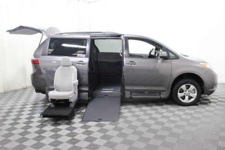 2017 Toyota Sienna LE Wheelchair Van For Sale #10