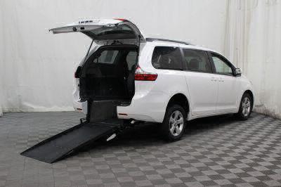 Used 2016 Toyota Sienna LE Wheelchair Van