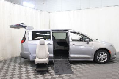 2017 Chrysler Pacifica Wheelchair Van For Sale -- Thumb #8