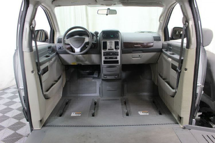 2010 Chrysler Town and Country LX Wheelchair Van For Sale #4