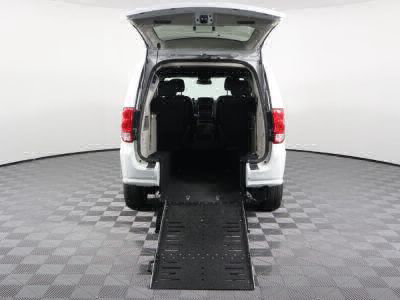Commercial Wheelchair Vans for Sale - 2019 Dodge Grand Caravan SXT ADA Compliant Vehicle VIN: 2C4RDGCG1KR542892