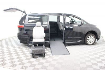 2017 Toyota Sienna Wheelchair Van For Sale -- Thumb #10