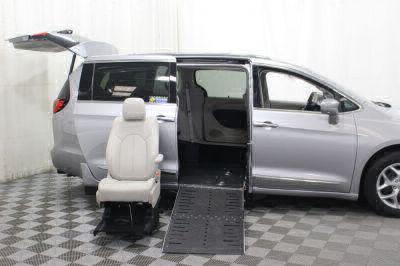 2017 Chrysler Pacifica Wheelchair Van For Sale -- Thumb #11