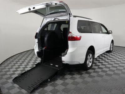 Commercial Wheelchair Vans for Sale - 2018 Toyota Sienna LE ADA Compliant Vehicle VIN: 5TDKZ3DC9JS926481