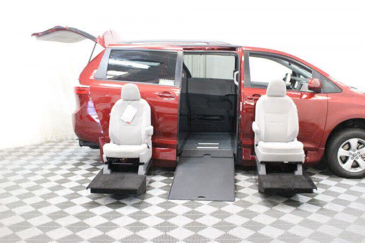 2018 Toyota Sienna LE Wheelchair Van For Sale #14