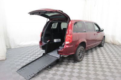 Commercial Wheelchair Vans for Sale - 2018 Dodge Grand Caravan SE Plus ADA Compliant Vehicle VIN: 2C4RDGBG3JR198952