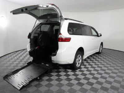 Commercial Wheelchair Vans for Sale - 2019 Toyota Sienna LE ADA Compliant Vehicle VIN: 5TDKZ3DC0KS996517