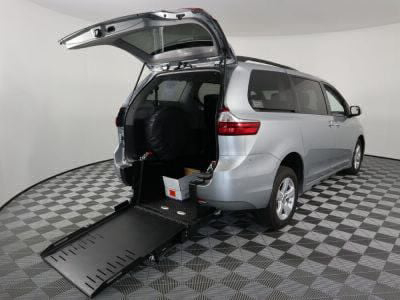 Commercial Wheelchair Vans for Sale - 2019 Toyota Sienna LE ADA Compliant Vehicle VIN: 5TDKZ3DC3KS997242