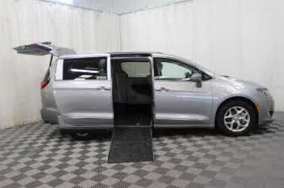 2017 Chrysler Pacifica Wheelchair Van For Sale -- Thumb #9