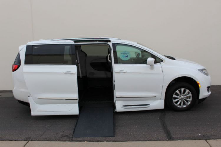 2018 Chrysler Pacifica Touring L Wheelchair Van For Sale #3