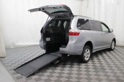 Commercial Wheelchair Vans for Sale - 2018 Toyota Sienna LE ADA Compliant Vehicle VIN: 5TDKZ3DC7JS902972